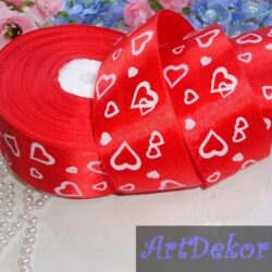 Лента атласная 4 см в сердечках на красном