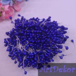 Тычинки крупные, синего цвета